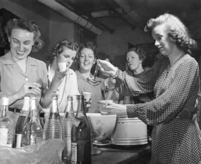 GOP Women Party Hard, 1941 (3)